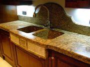 Пример исполнения столешницы с мойкой рабочего стола на кухне